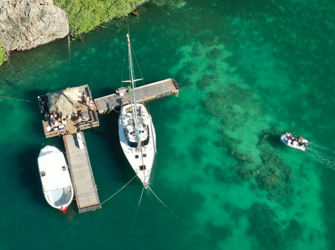 Drijvend hut op Spaanse Water Curacao